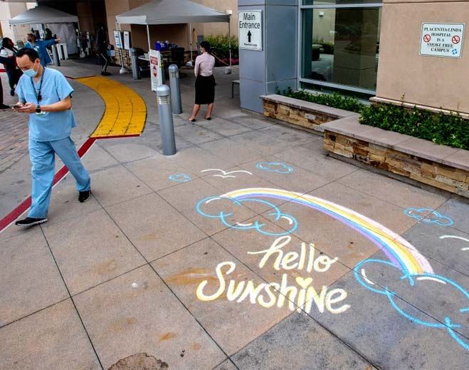 volunteers-chalk-inspirational-drawings-messages-outside-placentia-linda-hospital